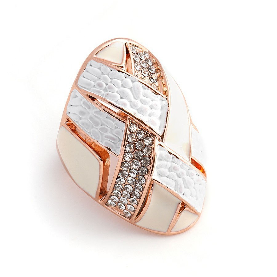 Крупное женское кольцо