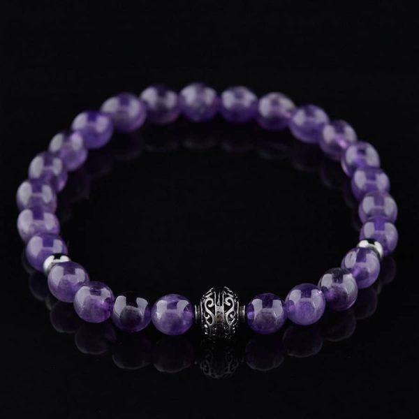 Фиолетовый браслет на руку из бусин