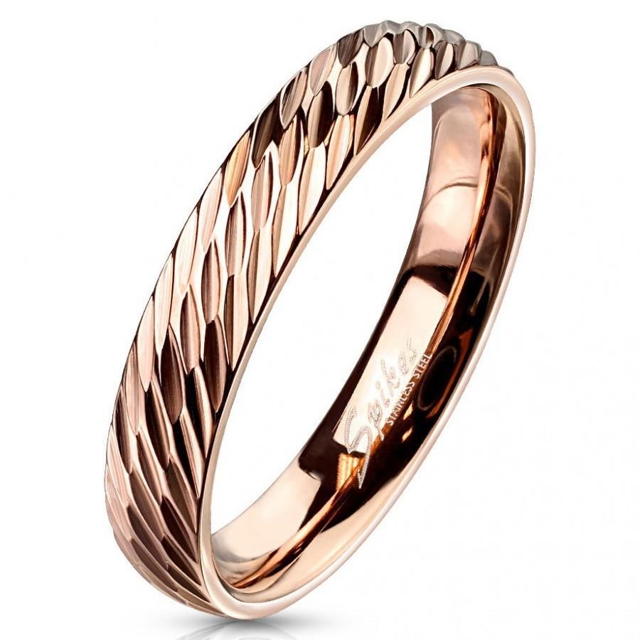 Простое кольцо из ювелирной стали золотого цвета