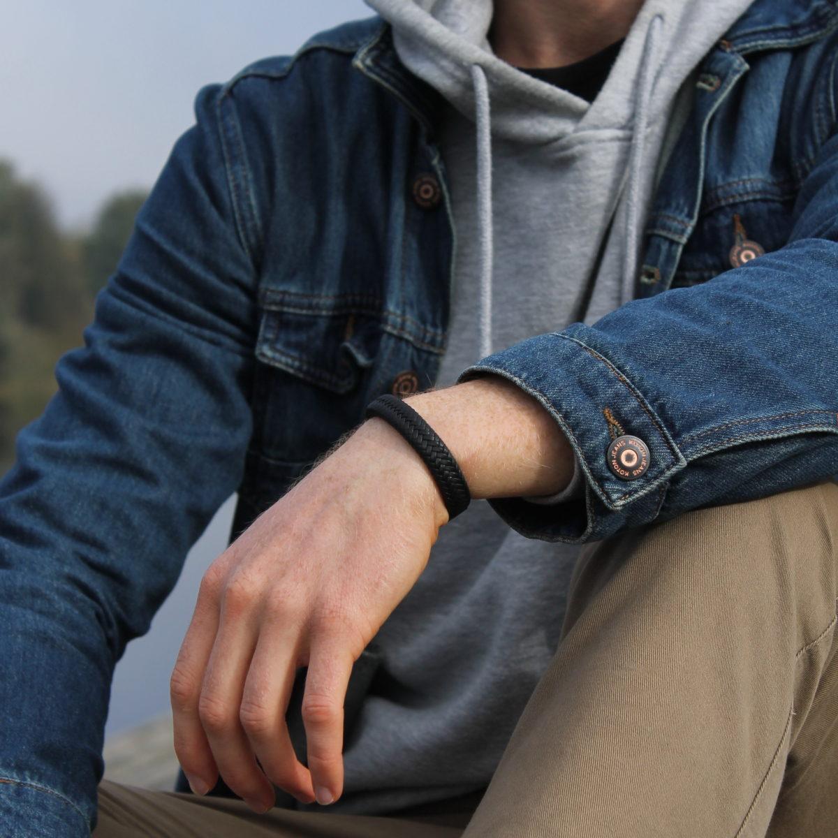 Кожаный плетеный браслет на руку