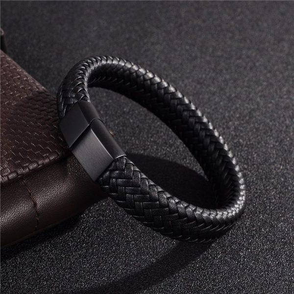 Черный плетеный браслет из кожи с магнитной застёжкой