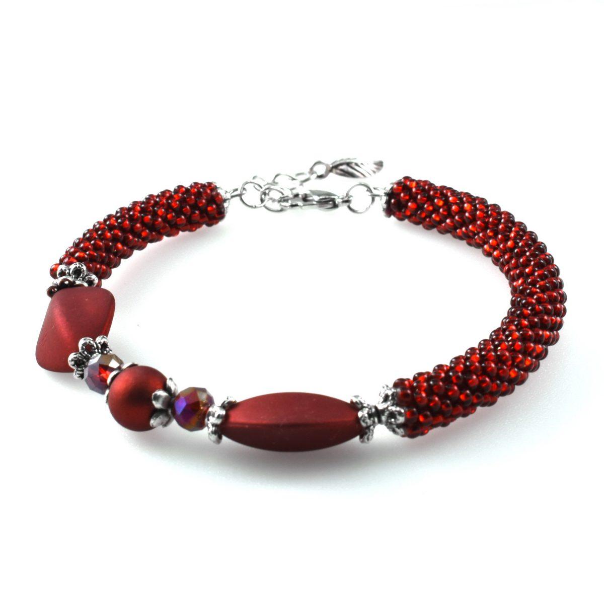 Красный женский браслет