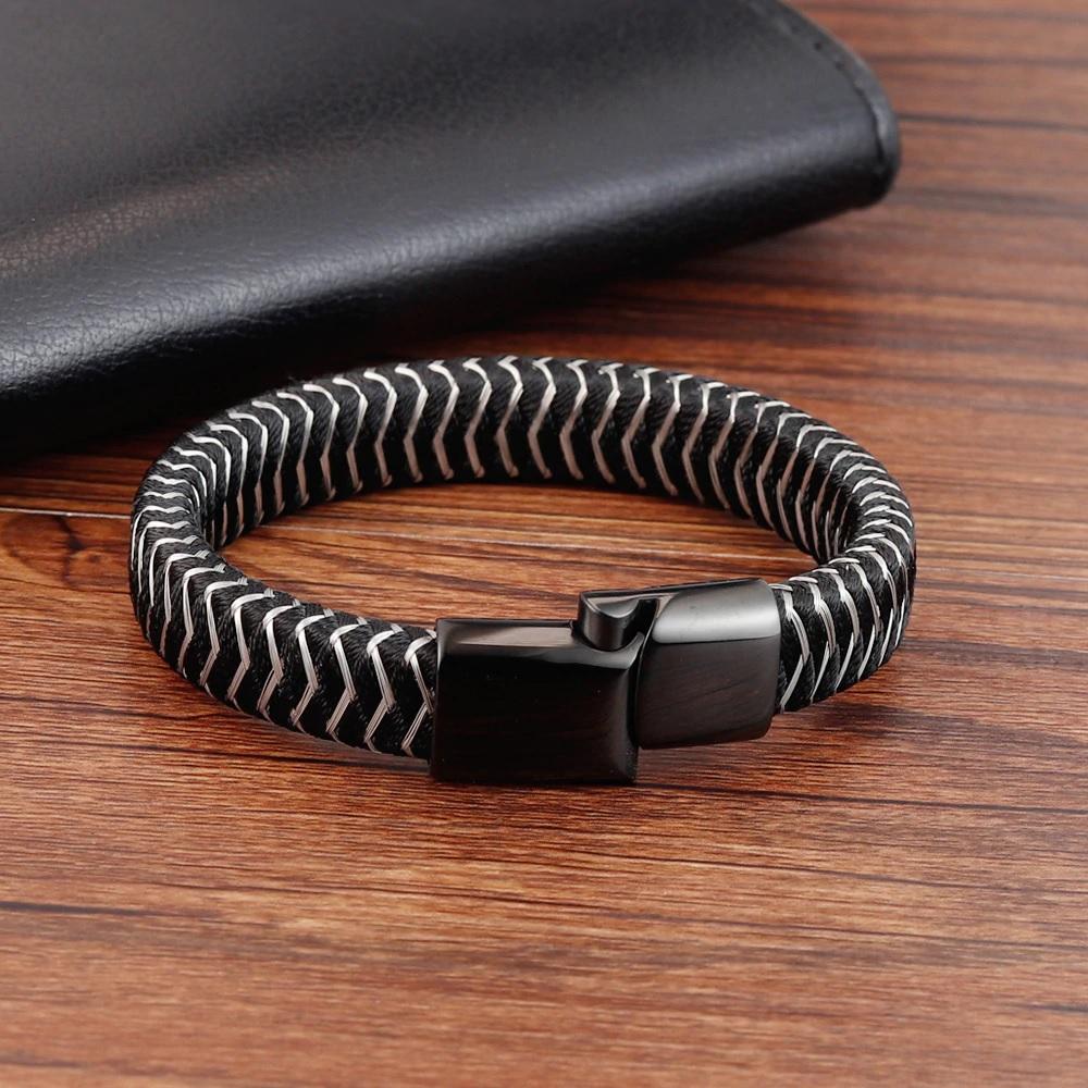 Плетеный мужской браслет