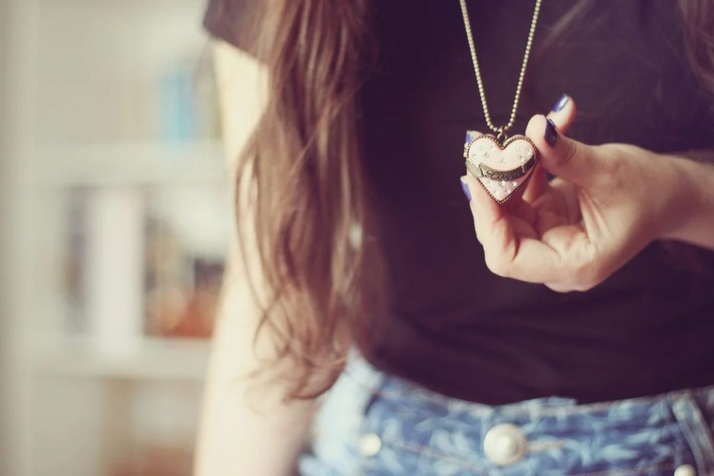 Женский кулон в виде сердца