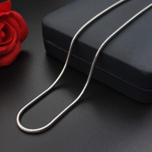 Змеевидная цепочка на шею