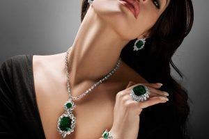 Украшения с зелеными камнями