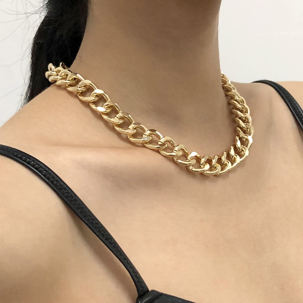 Толстая золотая цепь на шею