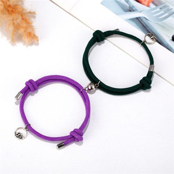 Зеленый и фиолетовый браслеты на руку